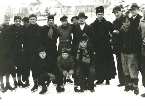 Хокей, ковзани, лижі — зимові забави, які здавна були найпопулярнішими серед рівнян