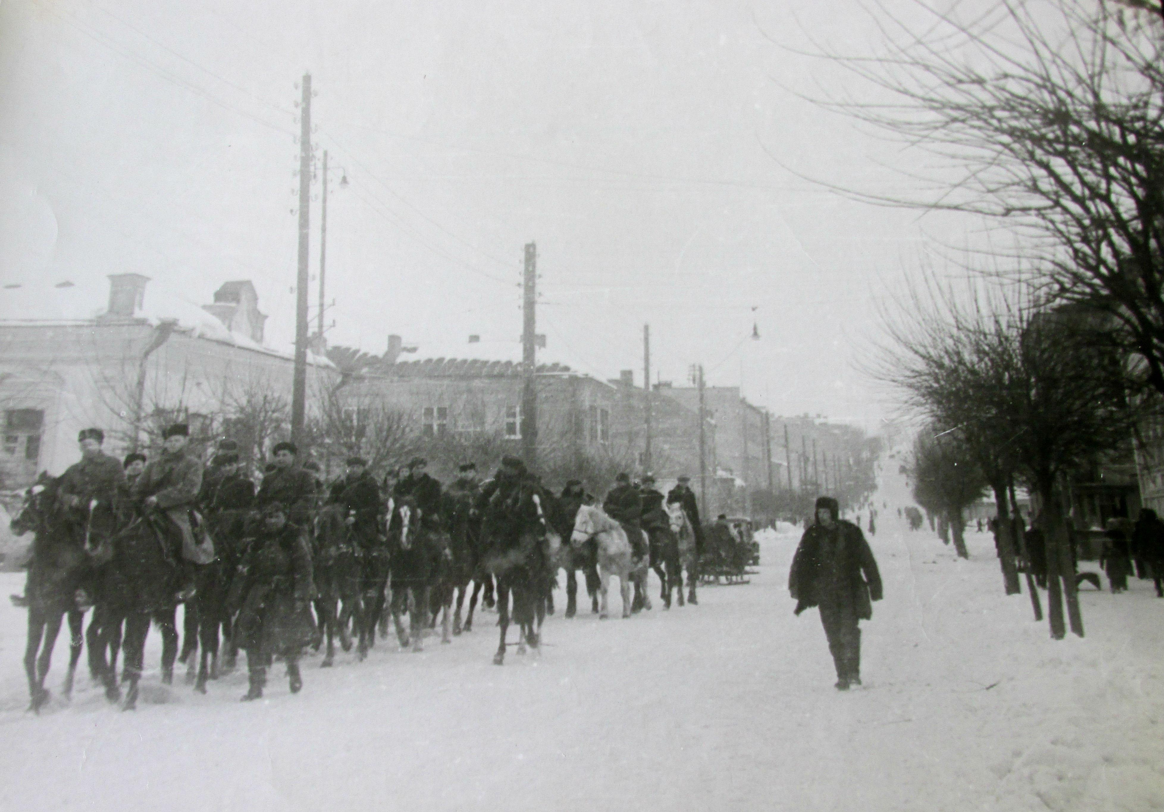 """Рівне після визволення в 1944-у на кілька днів """"віддали"""" партизанам"""