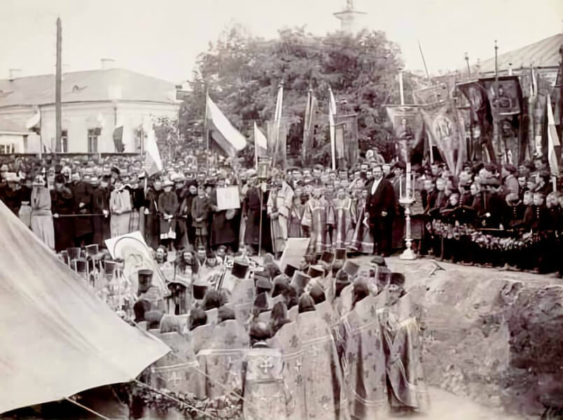 Імператор Олександр ІІІ закладає перший камінь під фундамент м айбутнього храму, 30 серпня 1890 рік. Фото віднайдене Василем Гудзієм