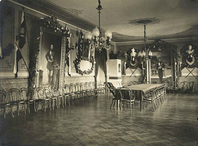 Актова зала реального училища (гімназії), фото 1913 року