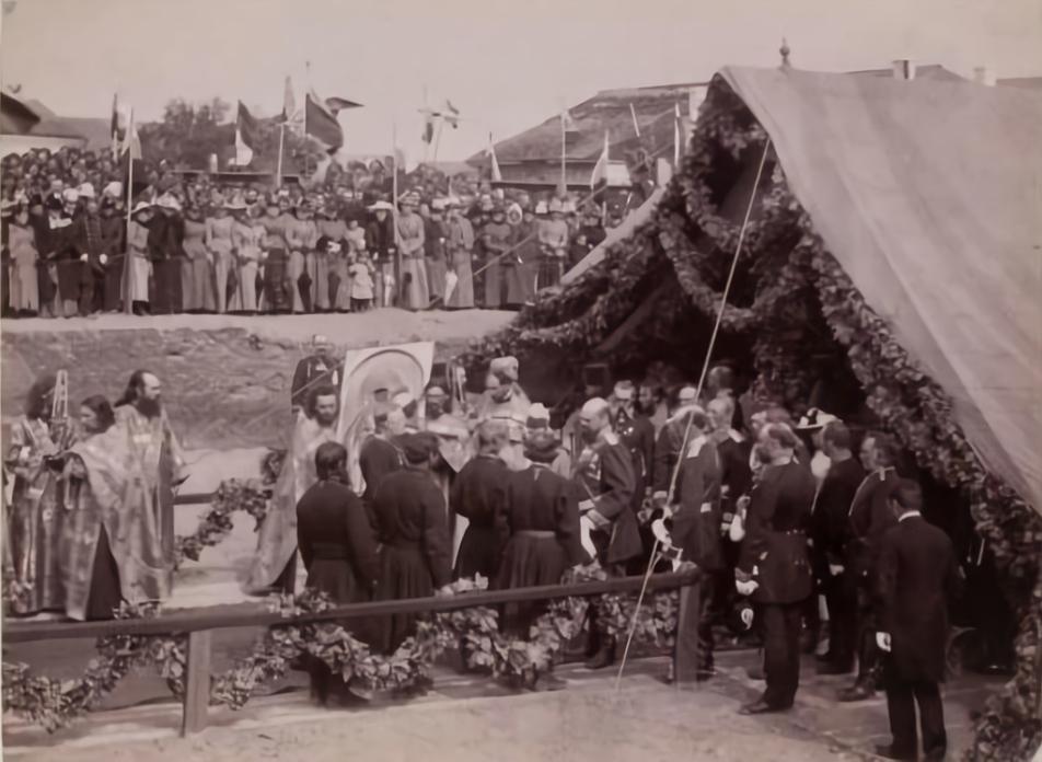 Олександр ІІІ на закладанні каменю під собор, 30 серпня1890 р. Фото віднайдене В. Гудзієм