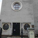 Головний вхід у костел