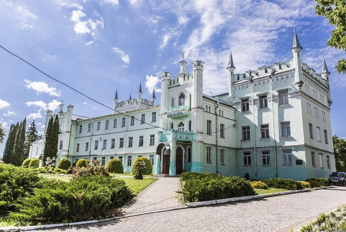Палаци Волині, або Казково романтична Білокриниця