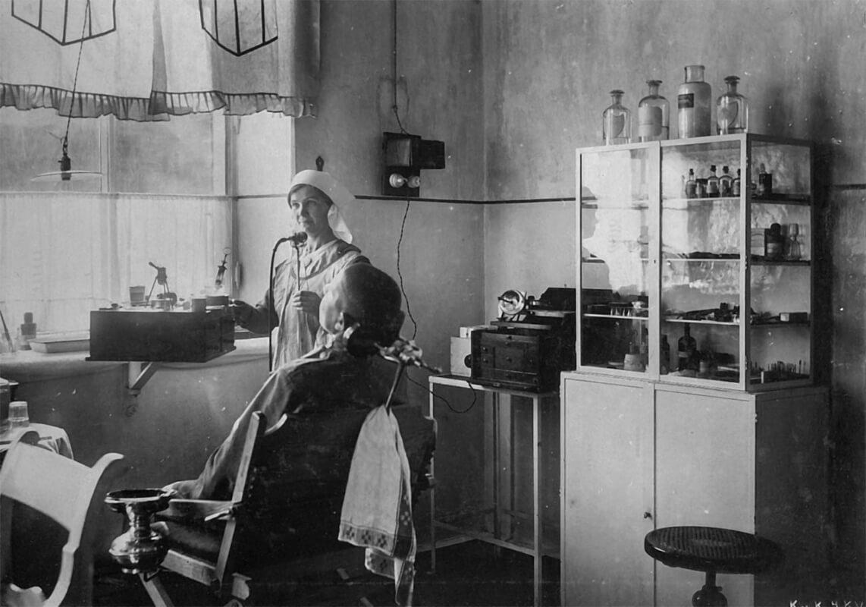 Як лікували зуби 100 років тому