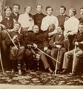 Спортивні львів'яни на столітніх фото