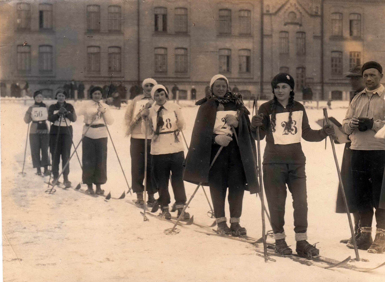 Рівне в далекі 1930-і… Зима… Різдво… Ялинка… Світлини з минулого