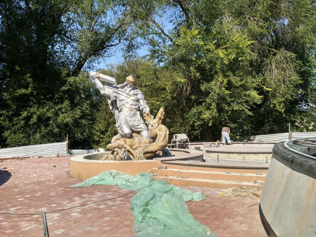 """На """"Гірці"""" у парку змонтували першу експозицію. До відкриття таємничих підземель уже недовго"""