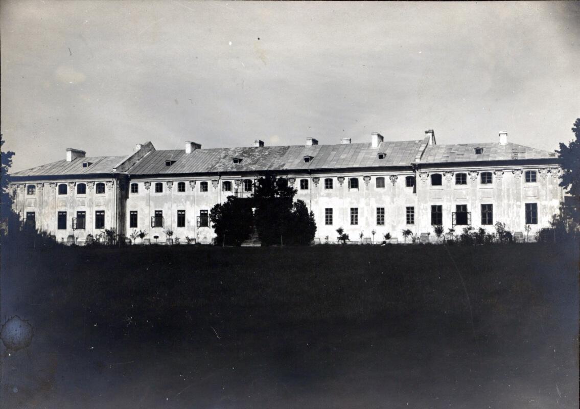 Історія й сучасність Бродівського замку в маловідомих фотографіях